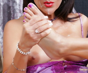 Roni is one passionate and lustful MILF and knows that for sure