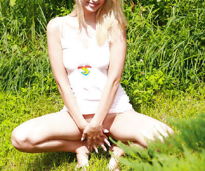 Close up masturbation from a beautiful teen babe Kyra in woods