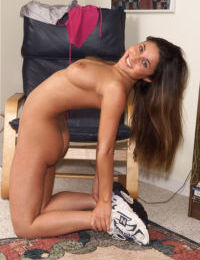Big titted fitess girl Aubrey Taylor spreading ass & masturbating with dildo