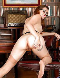 Mature European girl in glasses and stockings Tiffany Naylor spreads ass