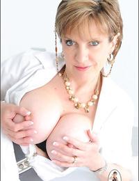 Mummy nurse lady sonia with fat tits - part 1811