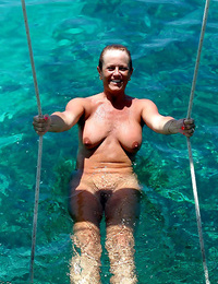 Real outdoor onanism and naturist puss - part 4984