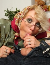 Nasty granny pounding her old puckered pussy - part 4487