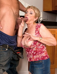 Older divorced girl Lin Boyde tempts the junior guy that moved in next door
